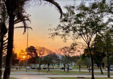 Manejando de Sao Paulo al paraíso