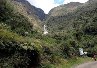 Pampa Hermosa: Catarata de palabras, confusiones y aventuras